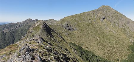 There's a small bluff at the lowest point ahead that needs a 150m sidle to the east, ie, the left heading this diection.   Matiri Ridge route, Kahurangi National Park