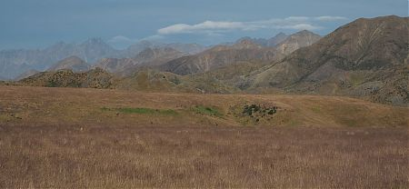 That's Mt Alarm, 2877 m, on left with Tapaue-o-Uenuku, 2885 m, behind from Molesworth. | Kaikoura to Boyle Village
