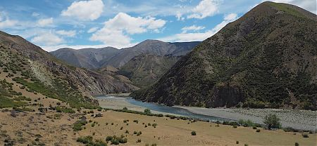 The Clarence River is crossable, but I'm heading down to Forbes Hut for the night.   Kaikoura to Boyle Village