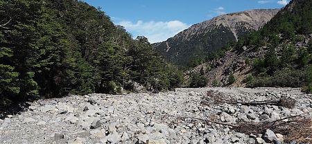 Trundling down the Gordon River.   Kaikoura to Boyle Village