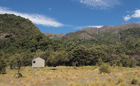Clear blue sky and the Ferny Gair hills I would be climbing after a rainy old Boxing Day. | Lake Alexander Hut, Ferny Gair Conservation Area