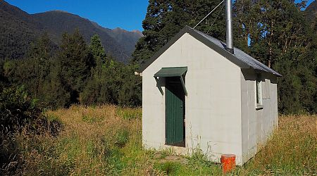 Yup, another NZFS SF 70 hut, one of hundreds in the South Island. | Horseshoe Flats Hut, Moeraki Valley Trail