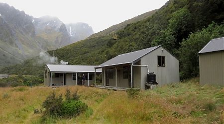 Main building with woodburner, and two bedroom block. | Shelter Rock Hut, Rees Dart Track