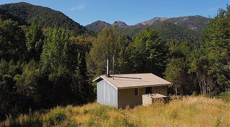 Anatoki Forks Hut exterior 1   Kahurangi National Park